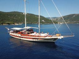 Erato_motor_sailer_02