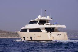 Dana_Motor_Yacht_01