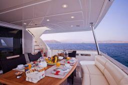 Dana_Motor_Yacht_03
