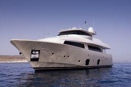 Dana_Motor_Yacht_05