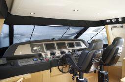 Dana_Motor_Yacht_07