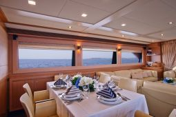 Dana_Motor_Yacht_11