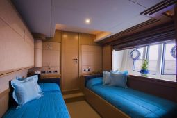 Dana_Motor_Yacht_12