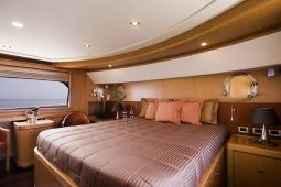 Dana_Motor_Yacht_13