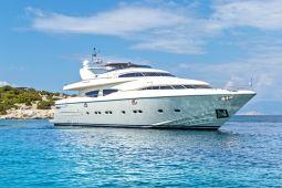 Divine_Motor_Yacht_01