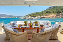 Divine_Motor_Yacht_05