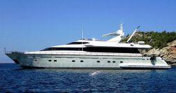 Falcon_Island_Motor_Yacht_01