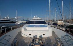 Falcon_Island_Motor_Yacht_02
