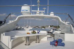 Falcon_Island_Motor_Yacht_03