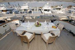 Falcon_Island_Motor_Yacht_04