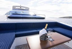 Memories_too_Motor_Yacht_09