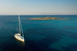 Mickey_G_Sailing_Yacht_04